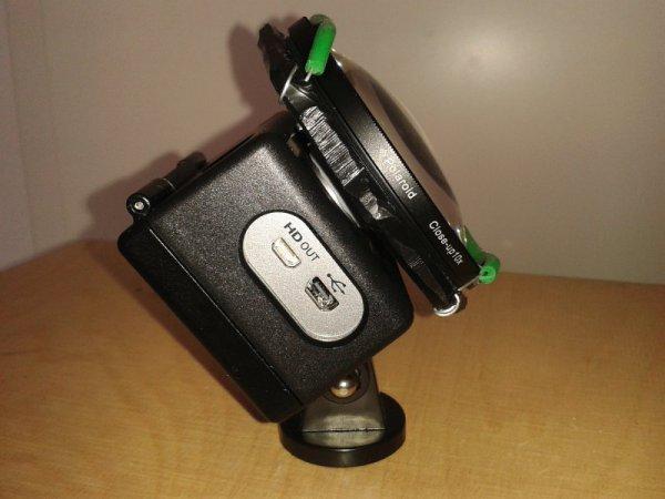 Actionpro X7 mit aufgesetzter 10+ Polaroid Makrolinse