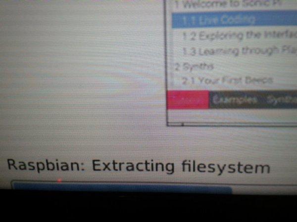 Raspbian wird installiert. Dauer ca. 20 Minuten.