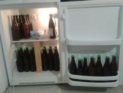 Bitte einsteigen! Das Ergebnis meines ersten Sudes darf nun im Kühlschrank reifen.