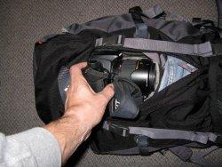 Der Zugriff zur Kamera (hier mit zusätzlichem Batteriegriff) ist kein Problem.