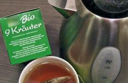 Glaubt man dem Aufdruck, dann ist Tee-Trinken gar nicht so ungefährlich.