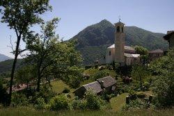 Die Kirche vom Bergdorf Trarego